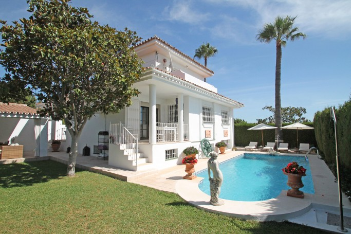 Villa, ref: 425 for sale in El Pilar, Marbella West