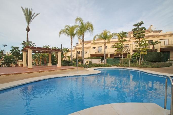 Adosada, ref: 198 en venta en Atalaya de Rio Verde, Marbella Oeste