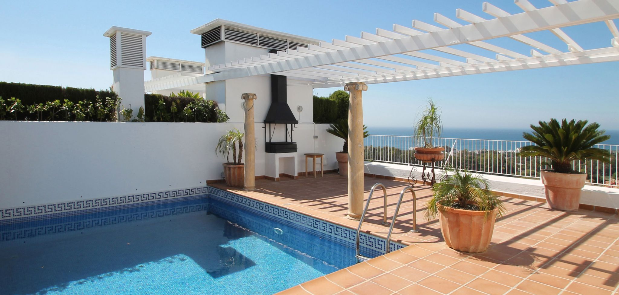 Three bedroom penthouse with sea views and private roof top swimming pool