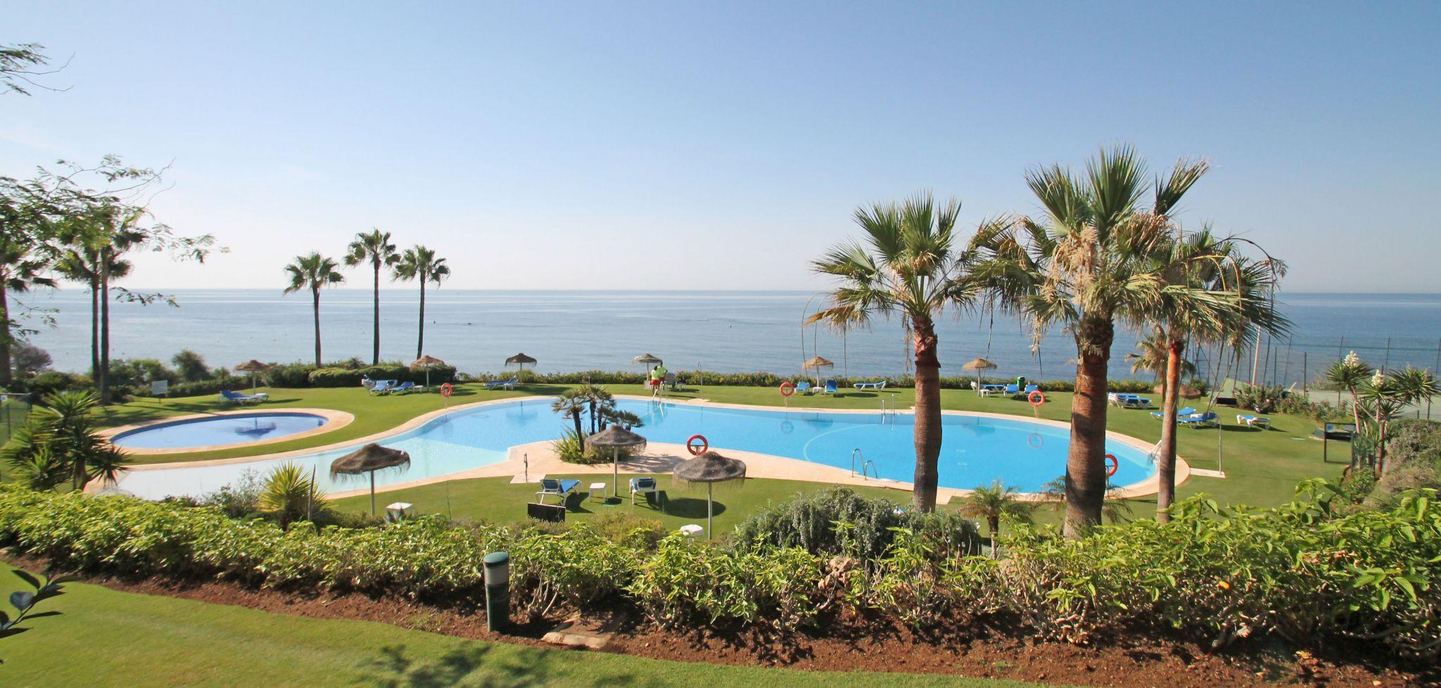 Beachfront three bedroom apartment in Cabopino, Marbella