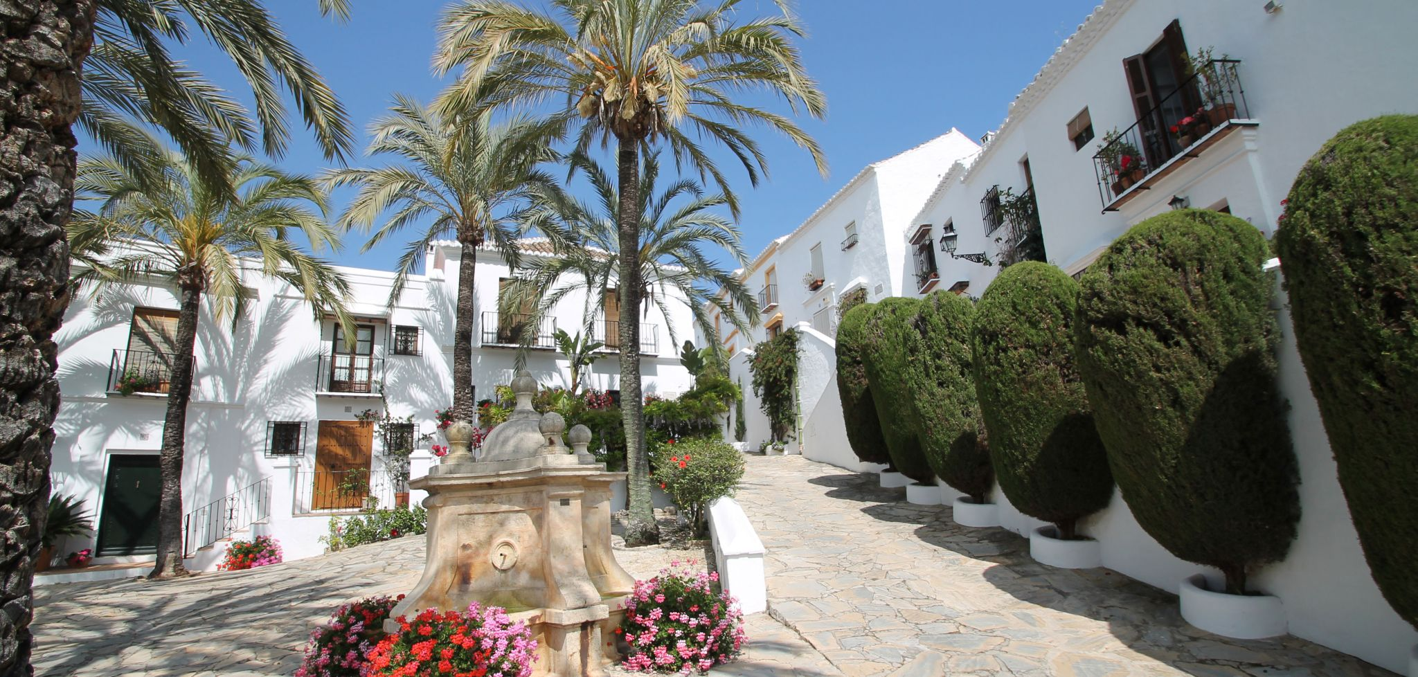 Fully renovated two bedroom townhouse on Marbella's Golden Mile