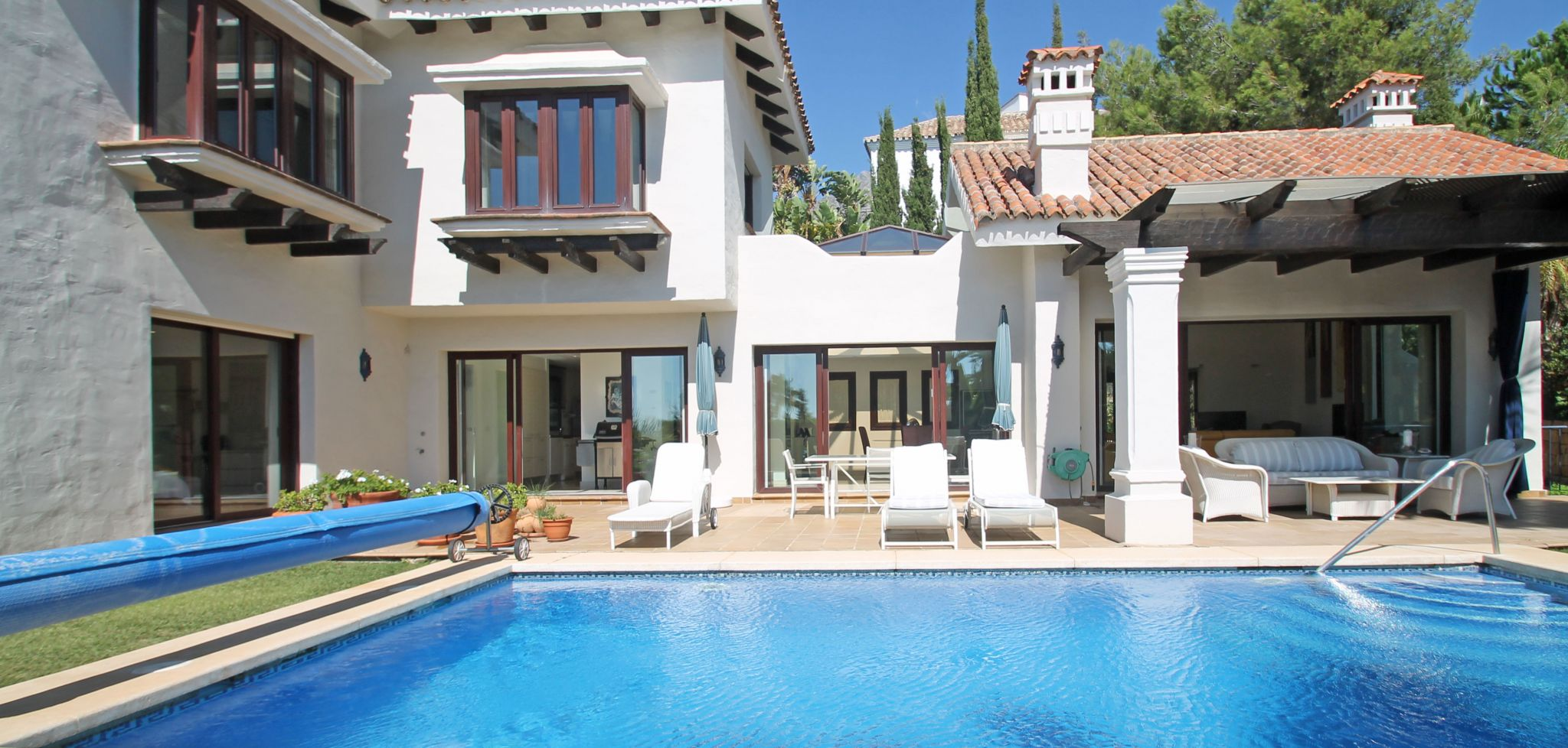 Elegant four bedroom villa with sea views in Sierra Blanca, Marbella