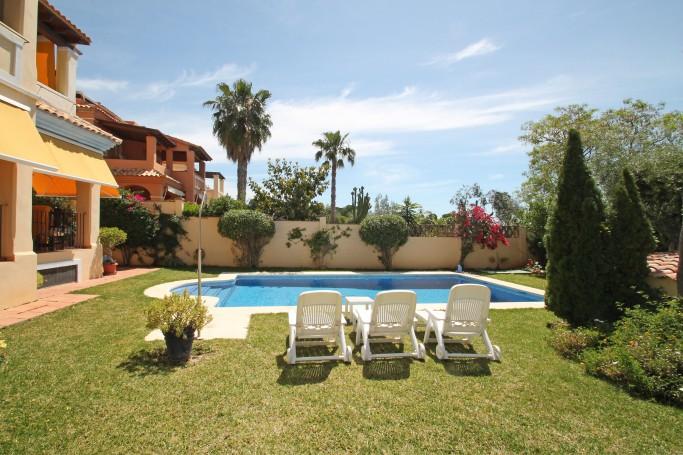 Villa, ref: 242 en venta en El Mirador, Marbella Este