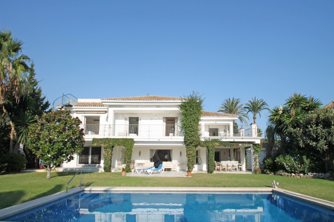 Villa, ref: 81 for sale in El Paraíso Barronal, Marbella West