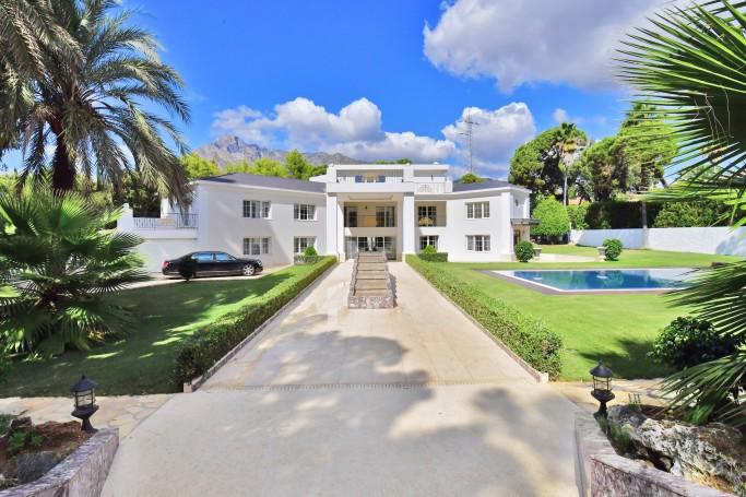 Villa, ref: 472 en venta en La Carolina, Marbella Milla de Oro
