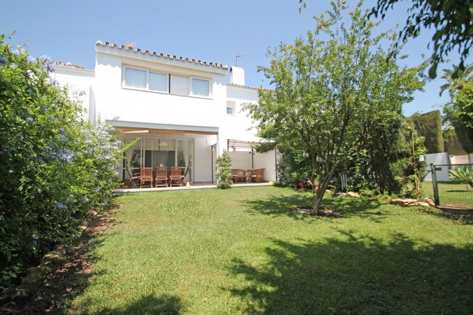 Adosada, ref: 559 en venta en El Campanario, Marbella Oeste