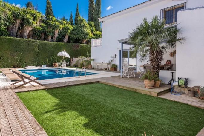 Villa, ref: 1003 en venta en Rocío de Nagüeles, Marbella Milla de Oro