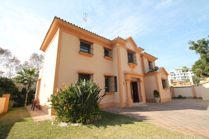 Villa, ref: 1026 en venta en Golden Mile Mountain Side, Marbella Milla de Oro