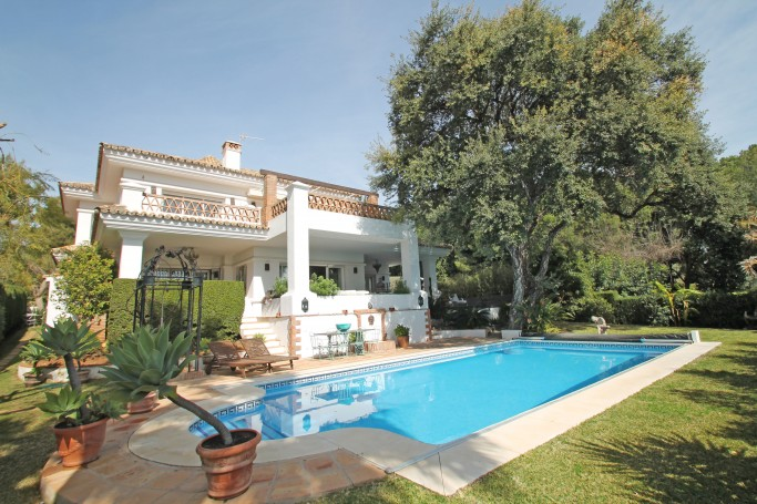 Villa, ref: 1046 en venta en Altos Reales, Marbella Milla de Oro