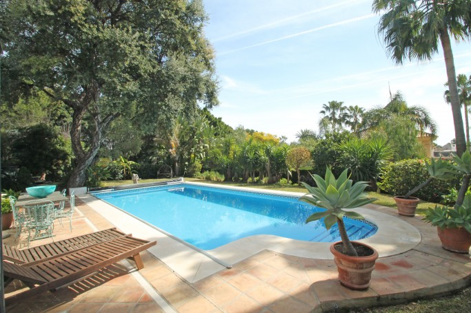 Villa, ref: 1046 for sale in Altos Reales, Marbella Golden Mile
