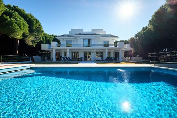 Villa, ref: 1050 en venta en Las Chapas, Marbella Este