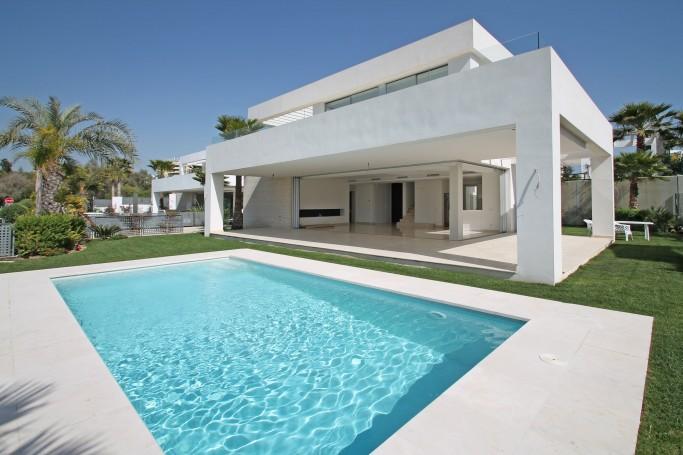 Villa, ref: 1066 en venta en Rio Real, Marbella Este