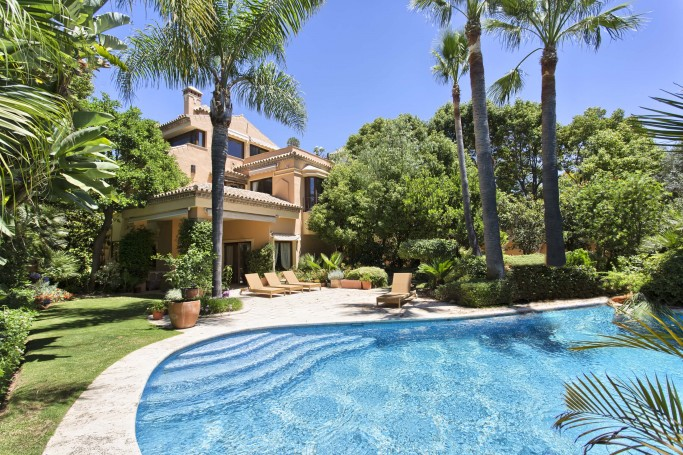 Villa, ref: 1080 for sale in Altos de Puente Romano, Marbella Golden Mile