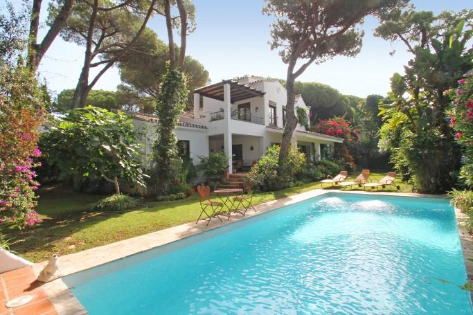 Villa, ref: 1085 for sale in La Carolina, Marbella Golden Mile