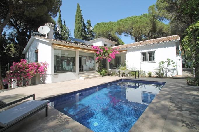 Villa, ref: 1084 en venta en La Carolina, Marbella Milla de Oro