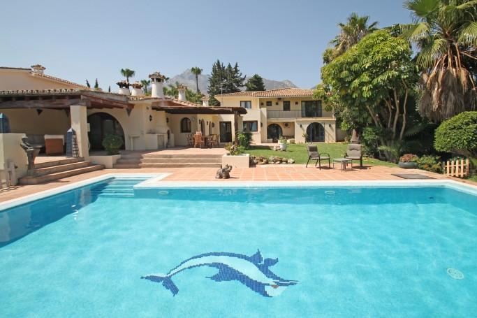 Villa, ref: 1059 en venta en Nagüeles, Marbella Milla de Oro