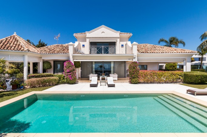 Villa, ref: 1087 for sale in El Herrojo Alto, Marbella West