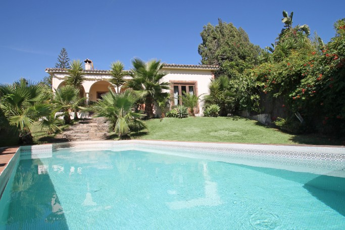 Villa, ref: 1090 for sale in Rio Verde Alto, Marbella Golden Mile