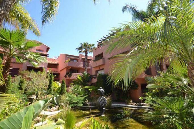 Apartamento, ref: 1100 en venta en Elviria, Marbella Este