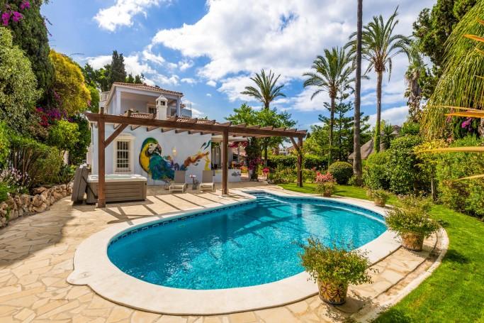 Villa, ref: 1107 for sale in Golden Mile Mountain Side, Marbella Golden Mile