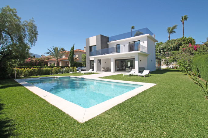 Villa, ref: 1149 for sale in Parcelas del Golf, Marbella West