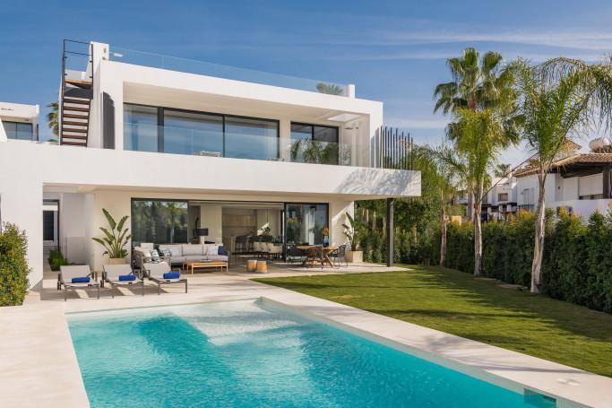Villa, ref: 565 en venta en Golden Mile Mountain Side, Marbella Milla de Oro