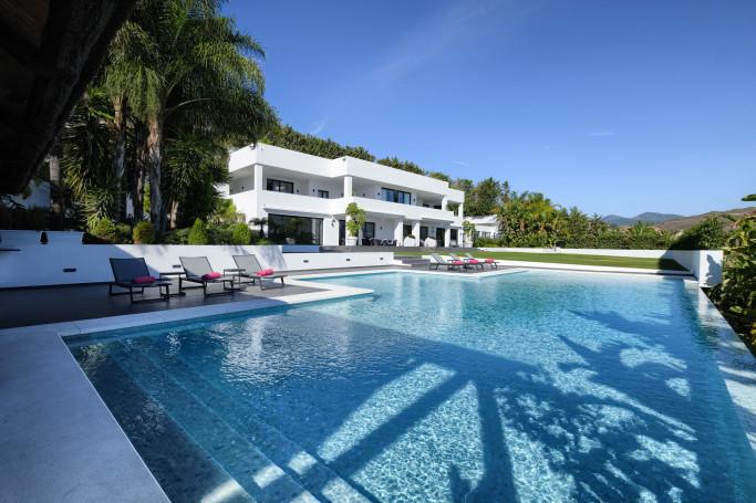Villa, ref: 82 for sale in Las Brisas, Marbella West