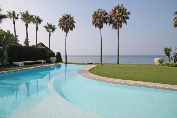 Villa, ref: 139 en venta en Los Monteros, Marbella Este