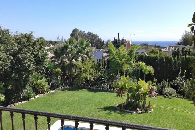 Villa, ref: 835 en venta en El Rosario, Marbella Este