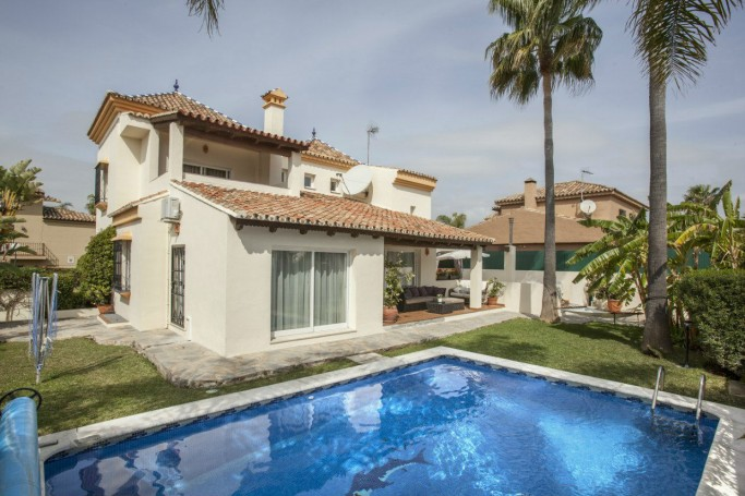 Villa, ref: 840 for sale in Altos del Rodeo, Marbella West