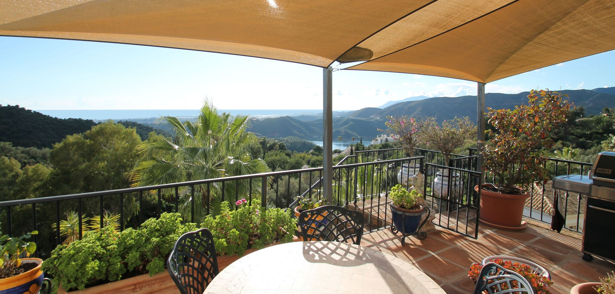 South facing villa with stunning panoramic sea and lake views in Istan