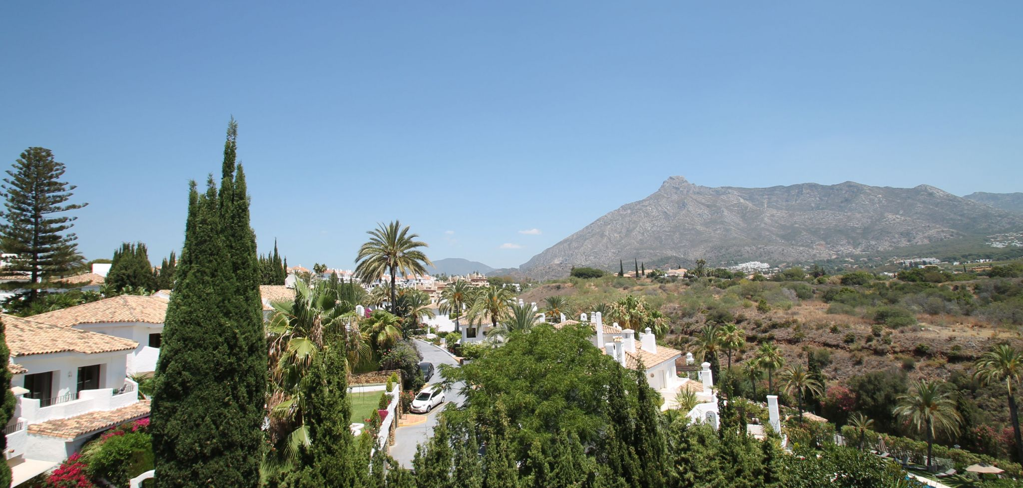 Two bedroom duplex penthouse with open mountain views on Marbella's Golden Mile
