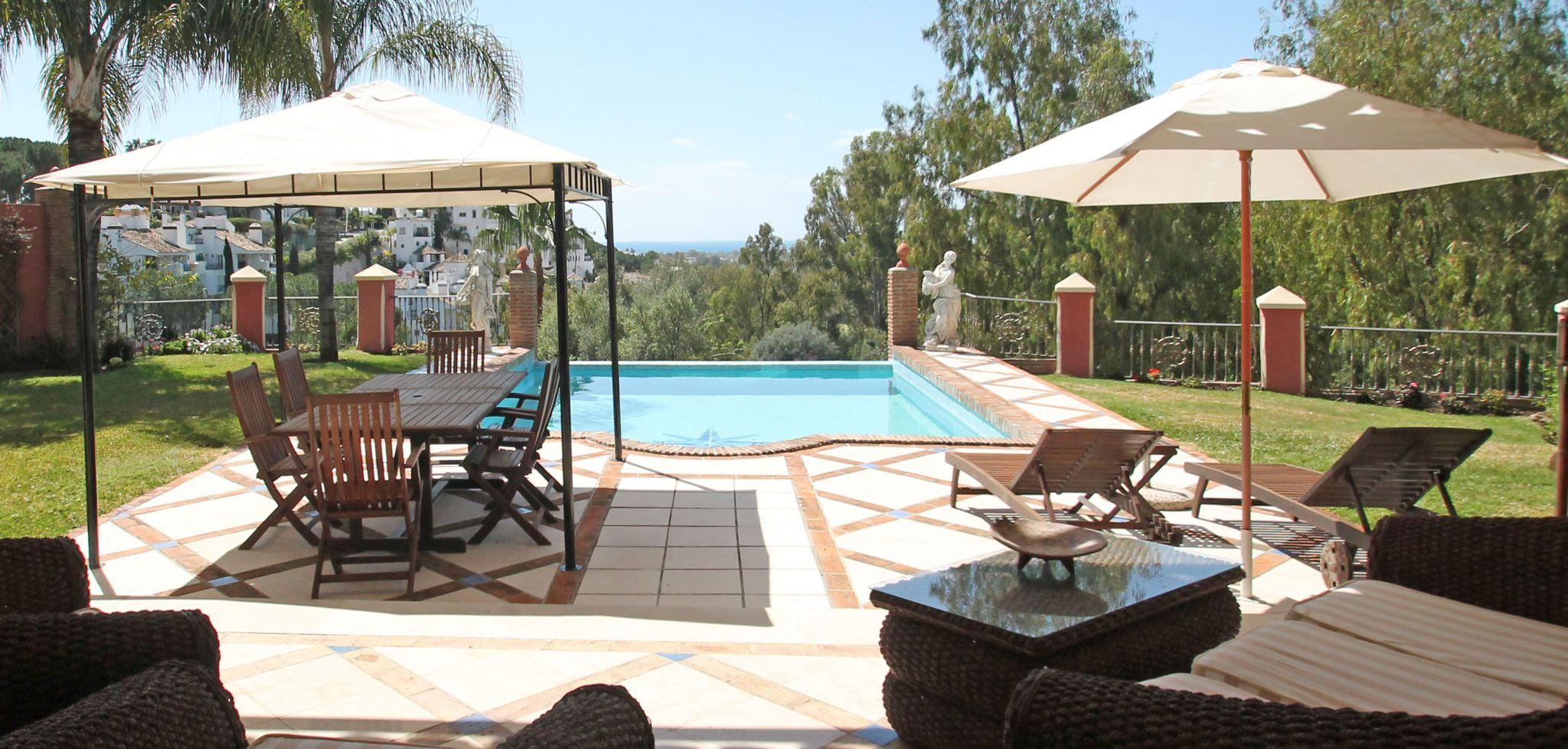 Villa de seis dormitorios con vistas al mar en primera línea de golf, Marbella