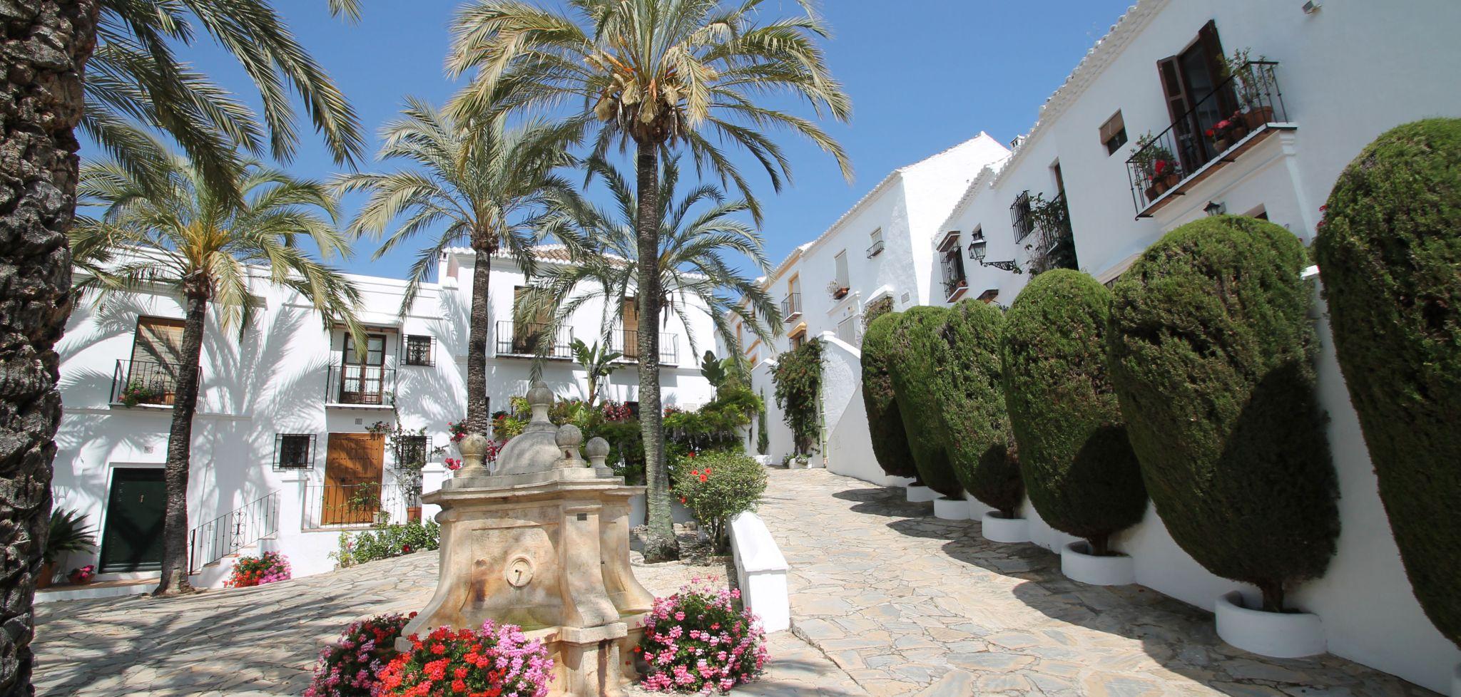 Adosada de dos dormitorios totalmente renovada en la Milla de Oro de Marbella